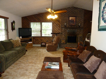 Livingroom: Berkeley Springs Cabin Rental
